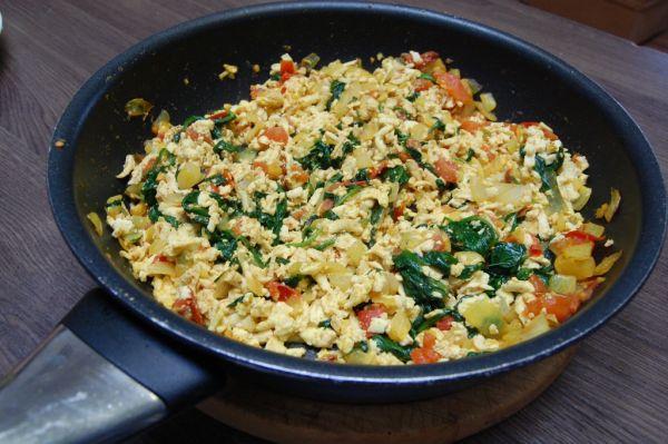 Tofu-špenátová praženica bez vajec |