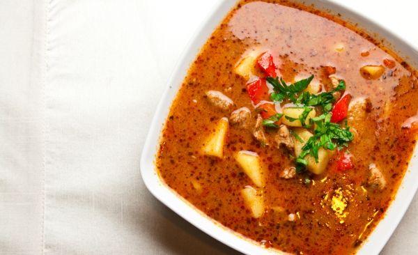 Kotlíková gulášová polievka |