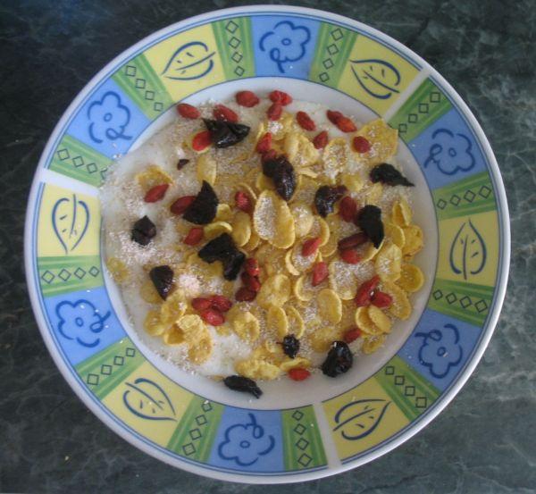 Zdravé jogurtové raňajky s goji |