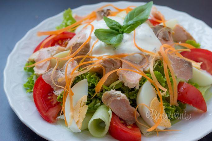 Zeleninový šalát s lososom a smotanovým dresingom • recept ...