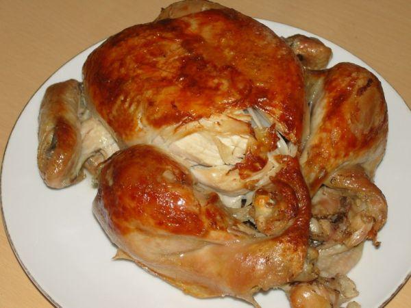 Pečené kura s cibuľou a klinčekmi |