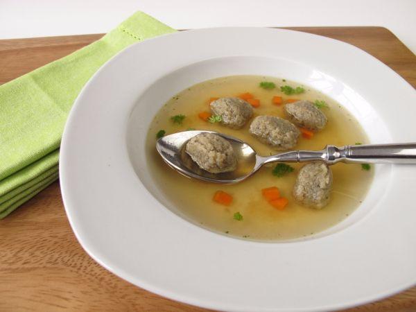 Hovädzia polievka s pečeňovými haluškami |