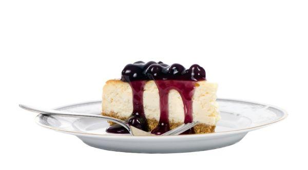 Pudingový koláč s čučoriedkovou polevou |