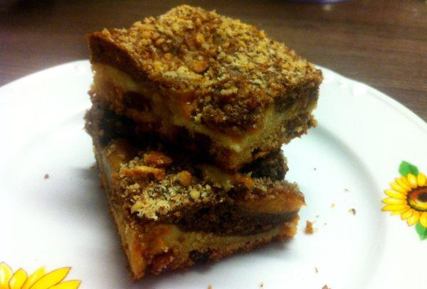 Orechovo-marhuľový koláč s hrozienkami |