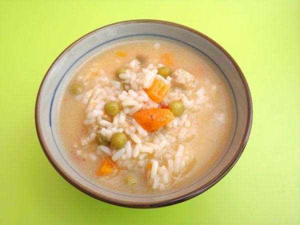 Ryžová polievka s hráškom a mrkvou |