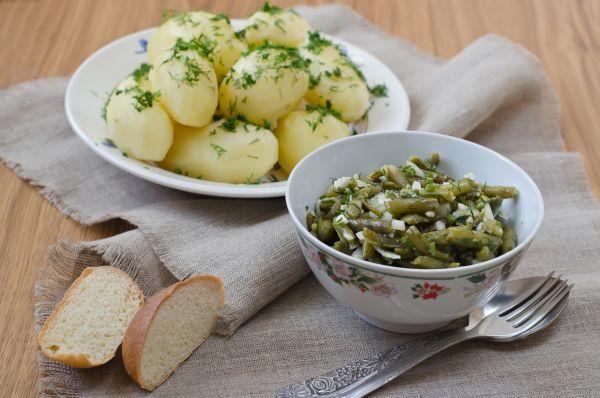 Varené zemiaky celé s petržlenovou vňaťou |