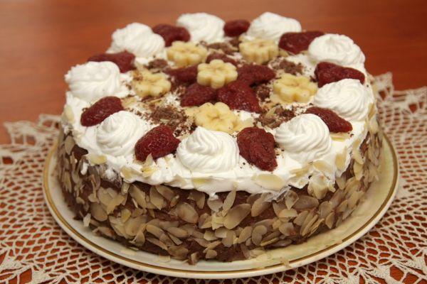 Čokoládová torta s ovocím |