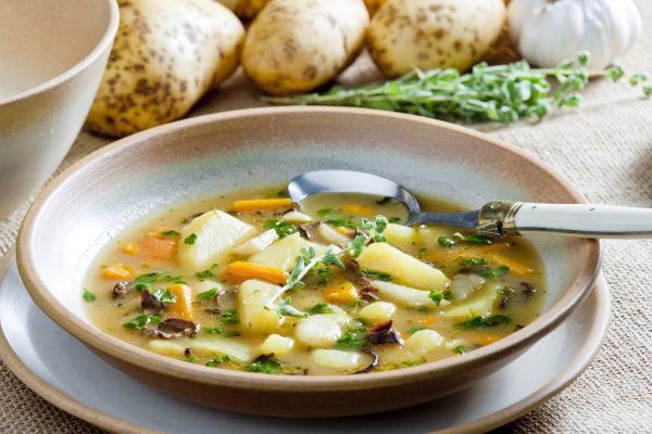 Zemiaková polievka so zeleninou |