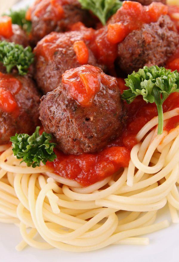 Teľacie knedličky so špagetami a s rajčiakovou omáčkou ...