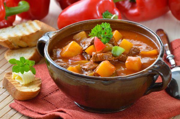 Maďarská gulášová polievka |
