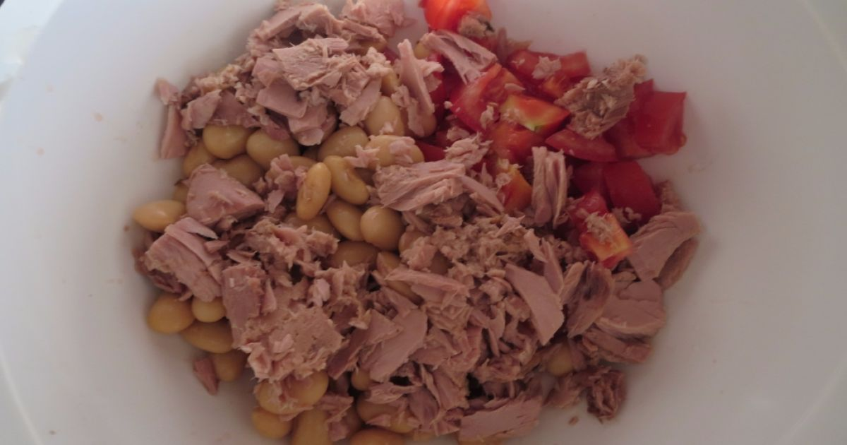 Fazuľovo-tuniakový šalát s paradajkami, fotogaléria 3 / 4.