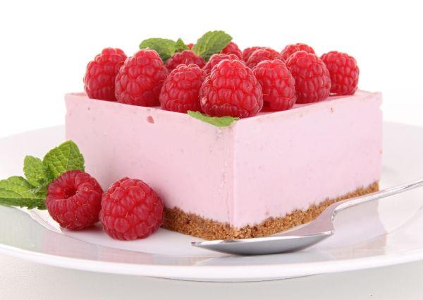 Piškótová torta s malinami |