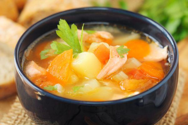 Zeleninová polievka so zelerom a kuracím mäsom |