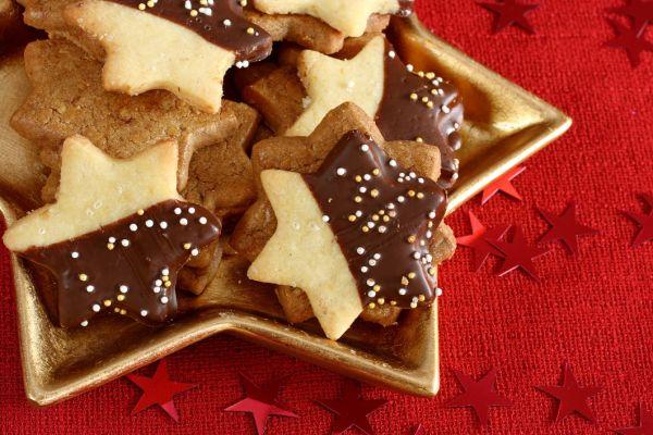 Orechové linecké koláčiky plnené Nutellou |
