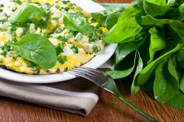 Syrová omeleta s bazalkou |