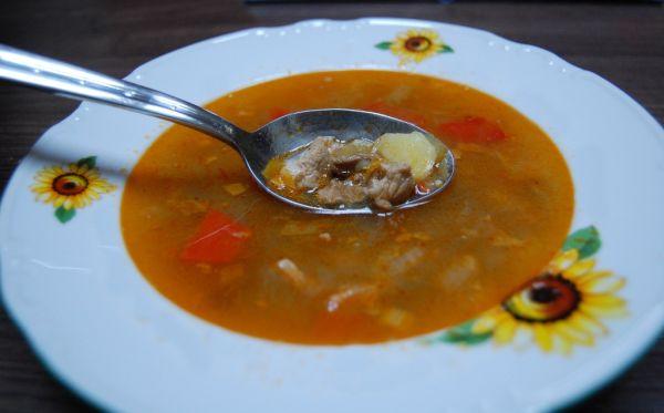 Gazdovský bravčovo-fazuľový guláš |