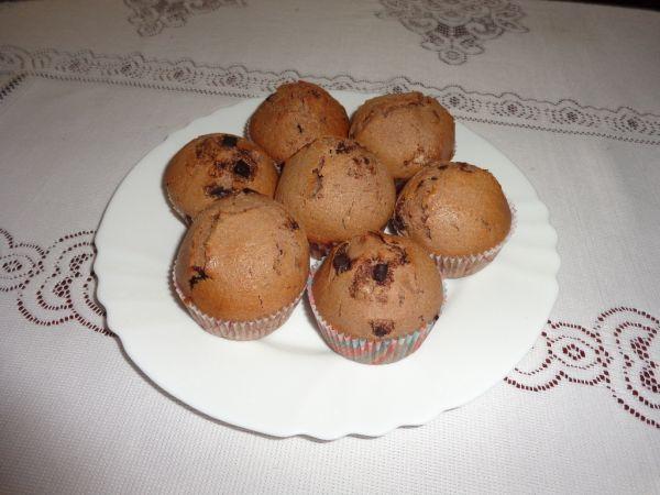 Kakaové muffiny s kúskami čokolády |