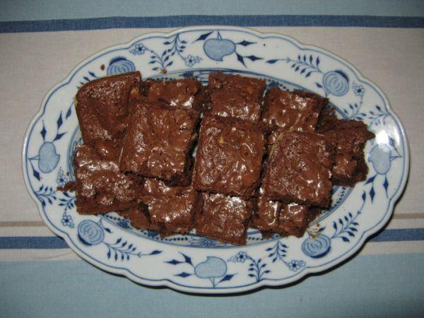 Čokoládové brownies s bielou čokoládou a karamelom |