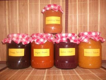 Marmelády z meruňek, pomeranče, švestek, višní a šípku