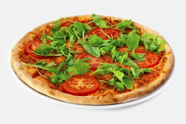 Pizza s rukolou a paradajkou |