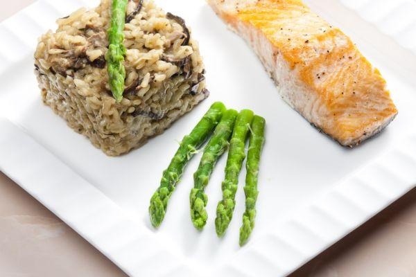 Ryža zapečená s bravčovým mäsom a hubami |