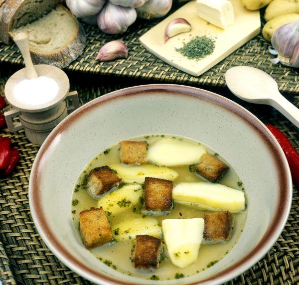 Rýchla polievka zo zemiakov a cesnaku |
