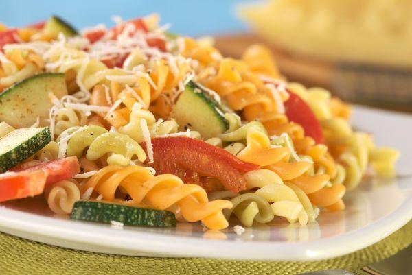 Fusilli s cuketou a paradajkami |