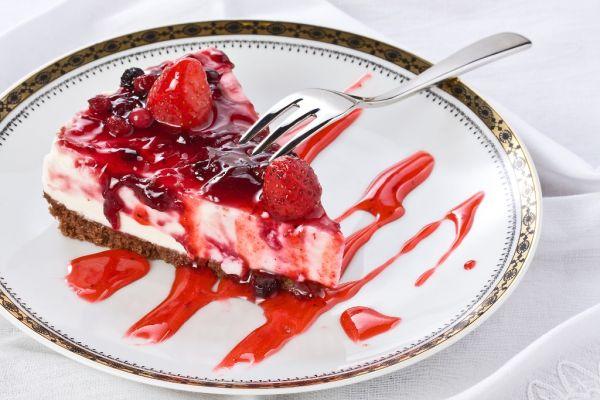 Nepečená tvarohová torta s ovocím |