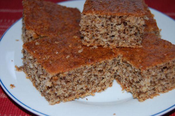 Orechovo-jablkový hrnčekový koláč |