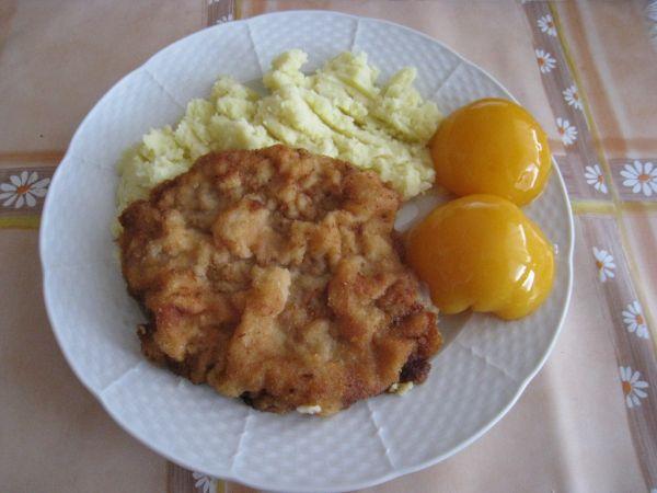 Kurací rezeň so zemiakmi |