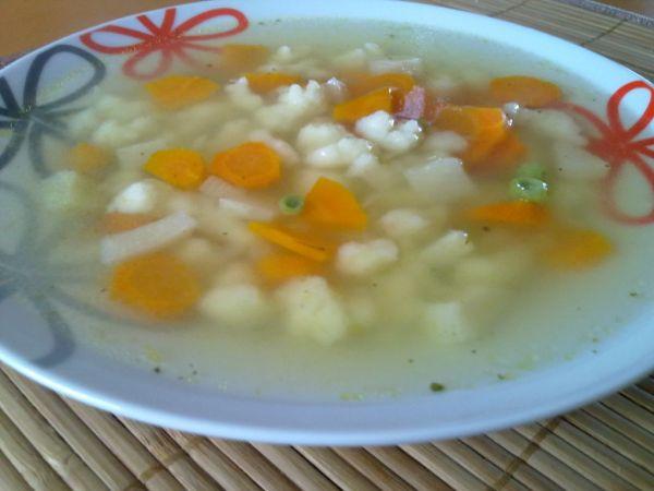 Zeleninová polievka s nokami (haluškami) |