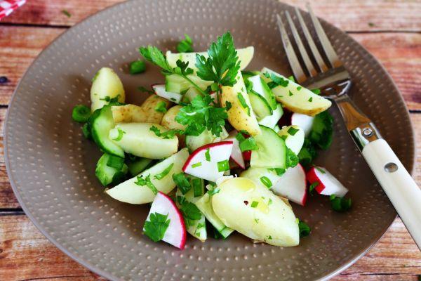 Reďkovkový šalát so zemiakmi  