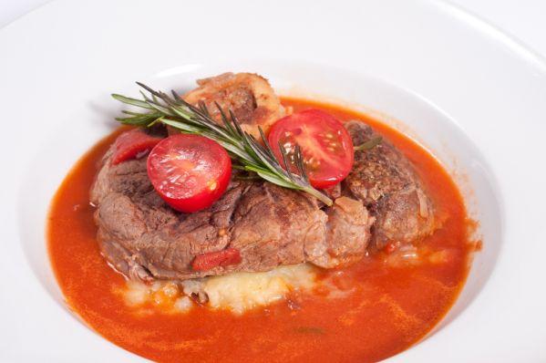 Varené hovädzie mäso s paradajkovou omáčkou |