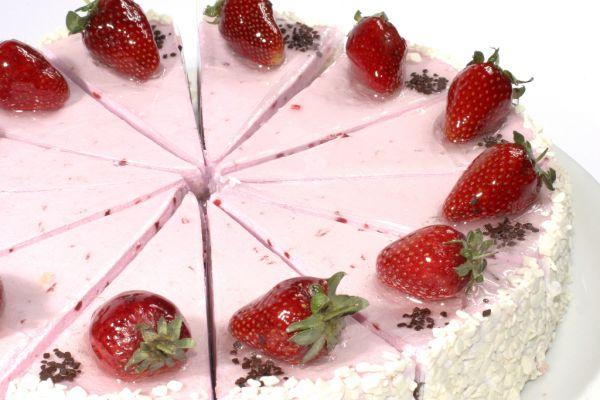 Zmrzlinová torta s jahodami |