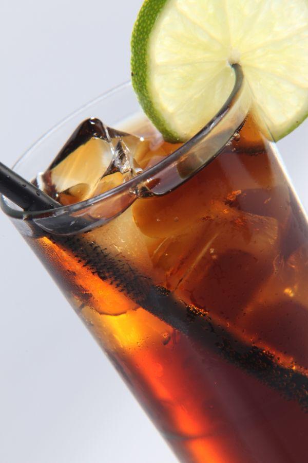 Miešaný nápoj Cuba Libre |