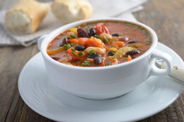 Hustá fazuľovo- zeleninová polievka |
