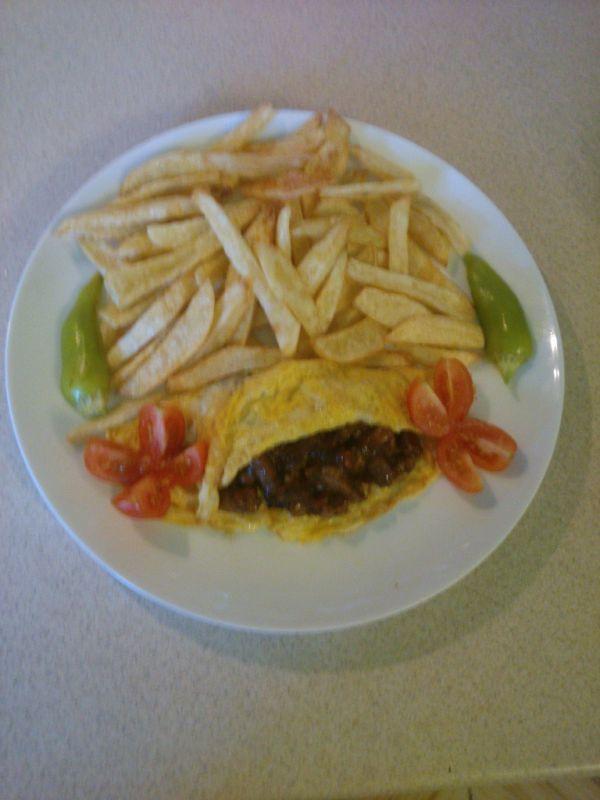 Pikantné mäsko v omelete |