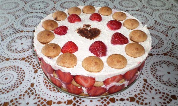 Nepečená jahodová torta |
