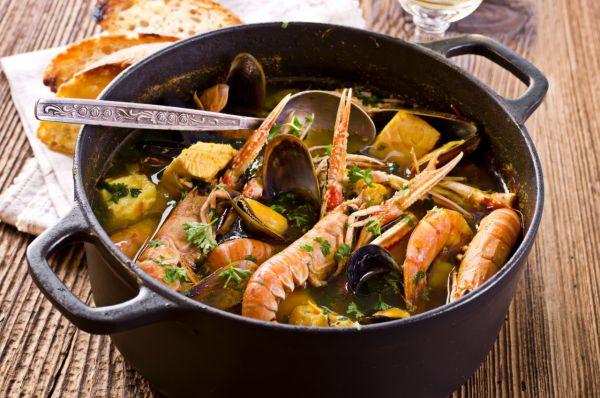 Bouillabaisse  francúzska rybacia polievka |