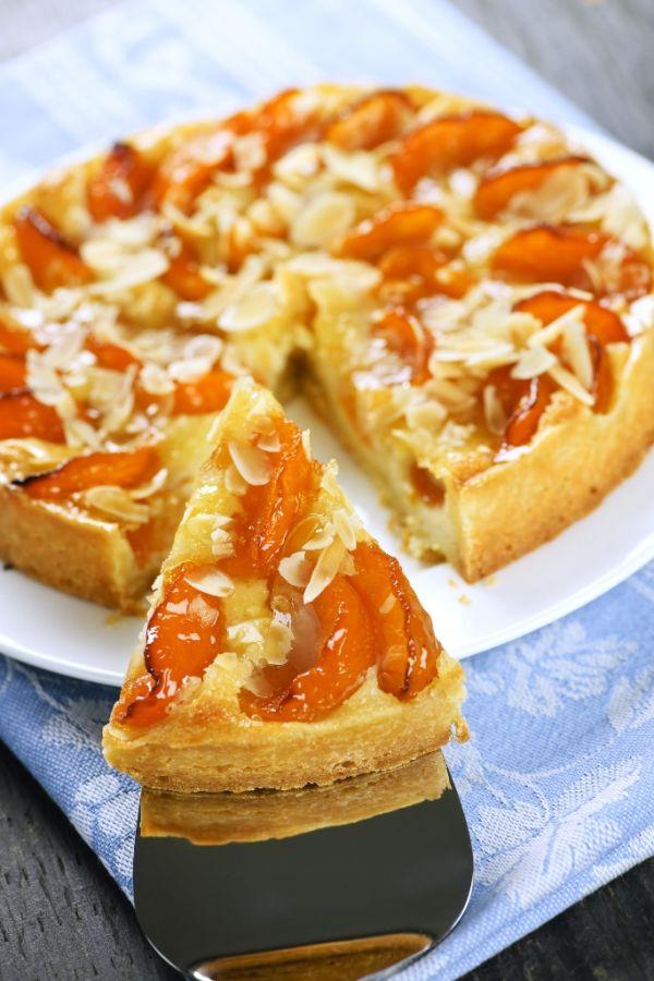 Marhuľový koláč s mandľami |