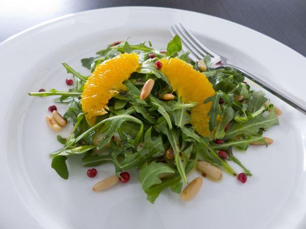 Šalát s orechmi a pomarančmi |