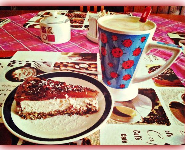 Cheesecake light s ovsenými vločkami, banánom a jahodami ...