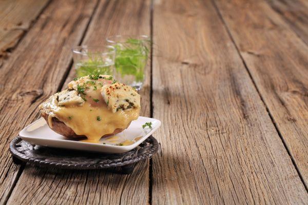Pečené zemiaky s kozím syrom |