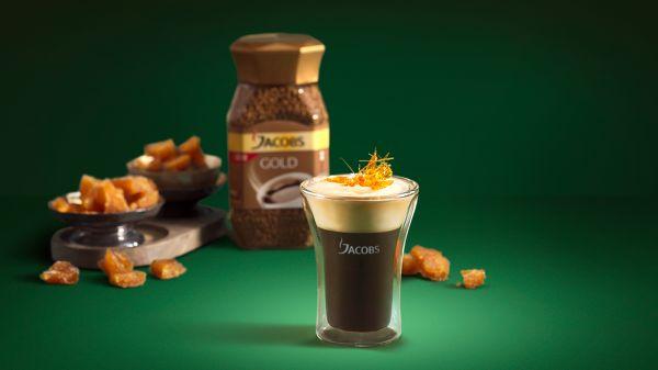 Káva so šľahačkou a slaným karamelom |