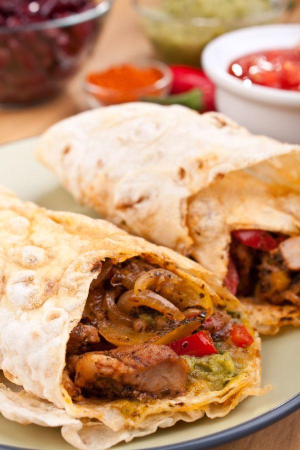 Tortilla s bravčovým mäsom a guacamole |