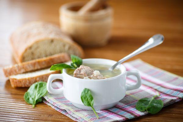 Mäsová polievka s krupicou  