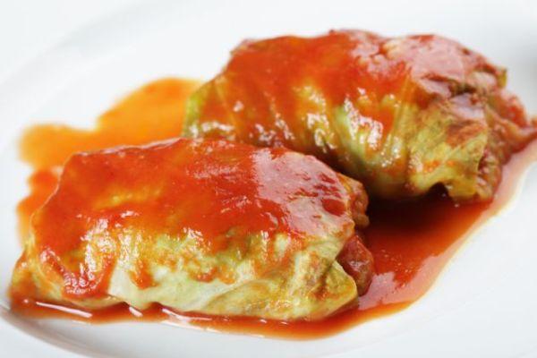 Kapustová roláda v paradajkovej omáčke |