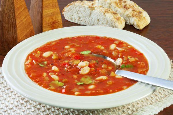 Fazuľová polievka s paradajkami |