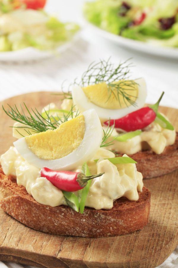 Obložené chlebíčky s vajcovou nátierkou |
