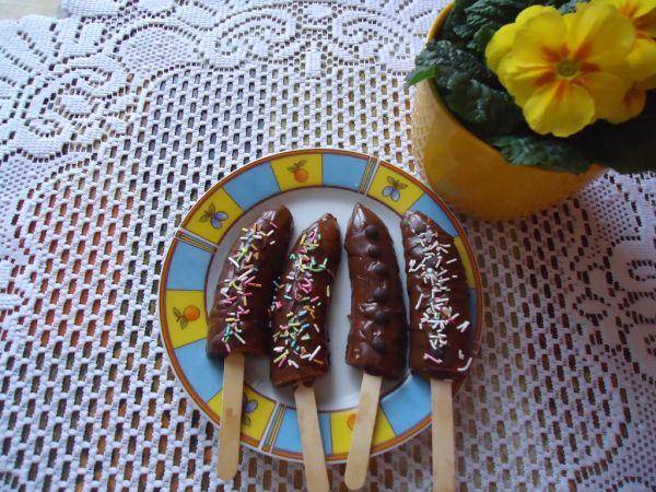 Banán v čokoláde na zmrzlinovej paličke |